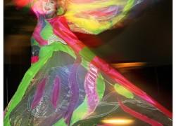 Dansend Model tijdens Duif's Florsit Articles 50jr gefotografeerd door Joop Gijsbers Fotografie Aalsmeer